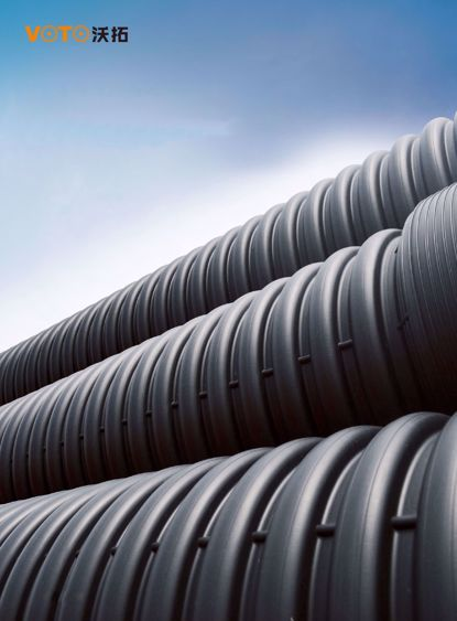 HDPE双壁波纹管,采用高密度聚乙烯,是一种具有环状结构外壁和内滑的新型管材。由于其优异的性能和相对经济的造价,在欧美等发达国家已经得到了极大的推 广及应用。 应用范围:排水、排污、排气、 优点:具有结构合理外形美观、耐高温、耐酸碱、抗腐蚀、阻燃性能好、阻力小、安全卫生、使用寿命长、运输安装方便等。
