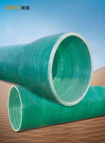 RPM玻璃钢管也称玻璃纤维缠绕夹砂管(RPM管), 主要以玻璃纤维及其制品为增强材料, 以高分子成分的不饱和聚酯树脂、环氧树脂等为基本材料, 以石英砂及碳酸钙 等无机非金属颗粒材料为填料作为主要原料. 玻璃钢管具有耐腐蚀性、抗老化、耐热、抗冻、重量轻、水力好、耐磨, 电热绝燃等特点.