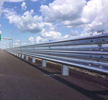 图片 GT W3-3.15mm 镀锌三波波纹板高速公路护栏板