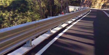 图片 GT W3-3.85mm 镀锌三波波纹板高速公路护栏板
