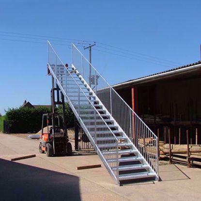 图片 钢结构楼梯